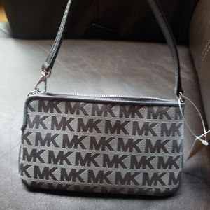 MICHAEL Michael Kors Bags - NWT Michael Kors wristlet